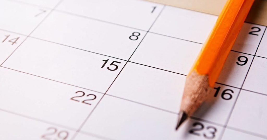 pencil-lying-on-a-calendar-M452G6K-min_opt