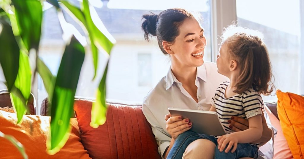 mom-and-child-with-tablet-A437FUY-min_opt